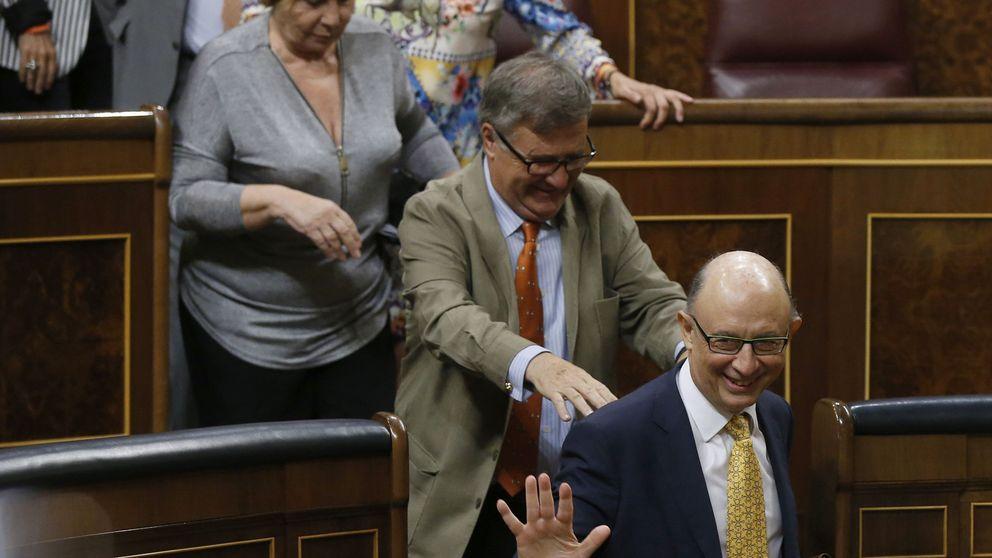 La AIReF advierte a Montoro que incumplirá el déficit por el rescate de las autopistas