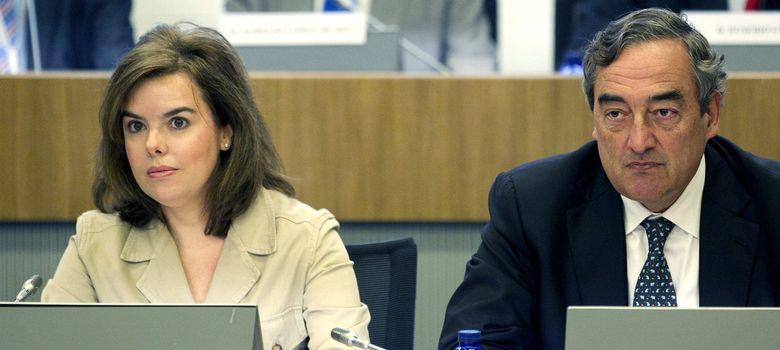 Foto: La vicepresidenta del Gobierno, Soraya Sáenz de Santamaría (i), y el presidente de la CEOE, Juan Rosell. (EFE)