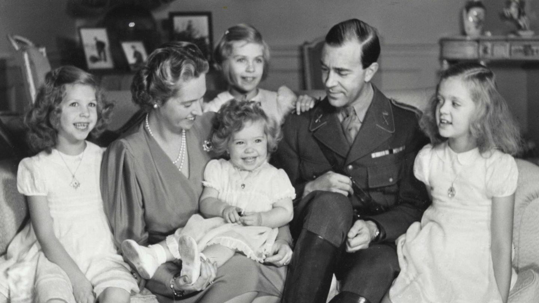 Retrato familiar de Gustavo Adolfo y Sibila con sus cuatro hijas. (Cordon Press)