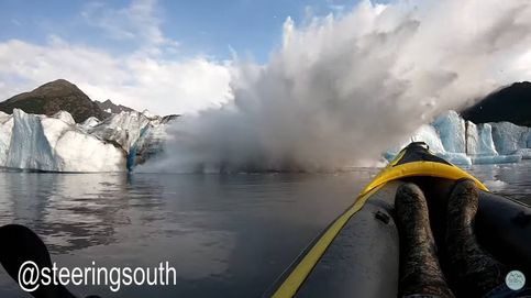 Dos 'youtubers' graban cómo un glaciar colapsa a escasos metros de su kayak
