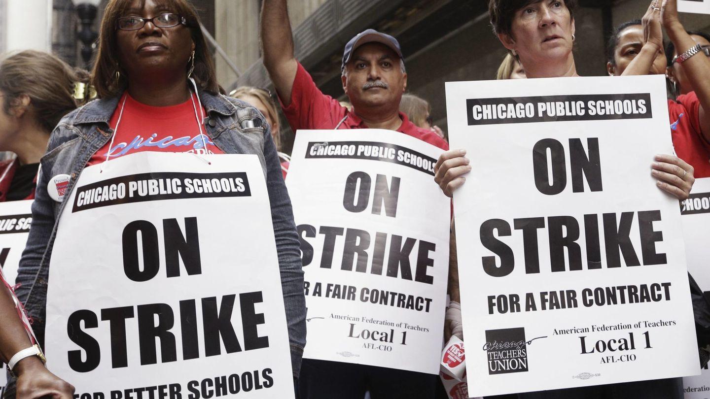 Miembros del Sindicato de Profesores de Chicago durante una huelga, en septiembre de 2012. (Reuters)