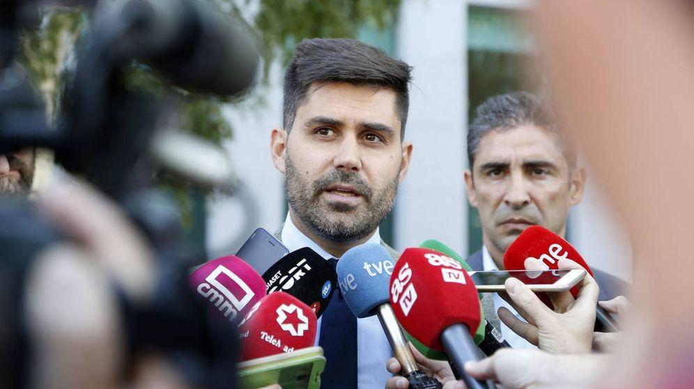 Foto: David Aganzo, presidente de AFE, a la salida de una reunión en la sede de LaLiga. (EFE)