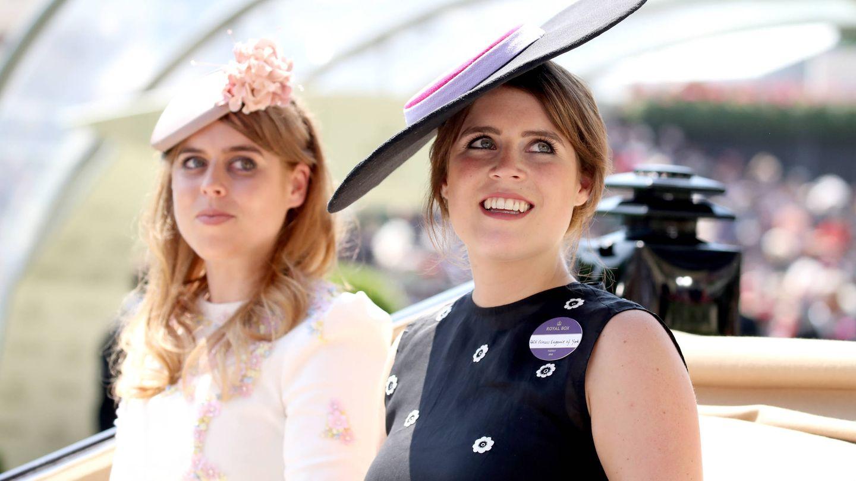 Las princesas Beatriz y Eugenia, en Ascot. (Getty)