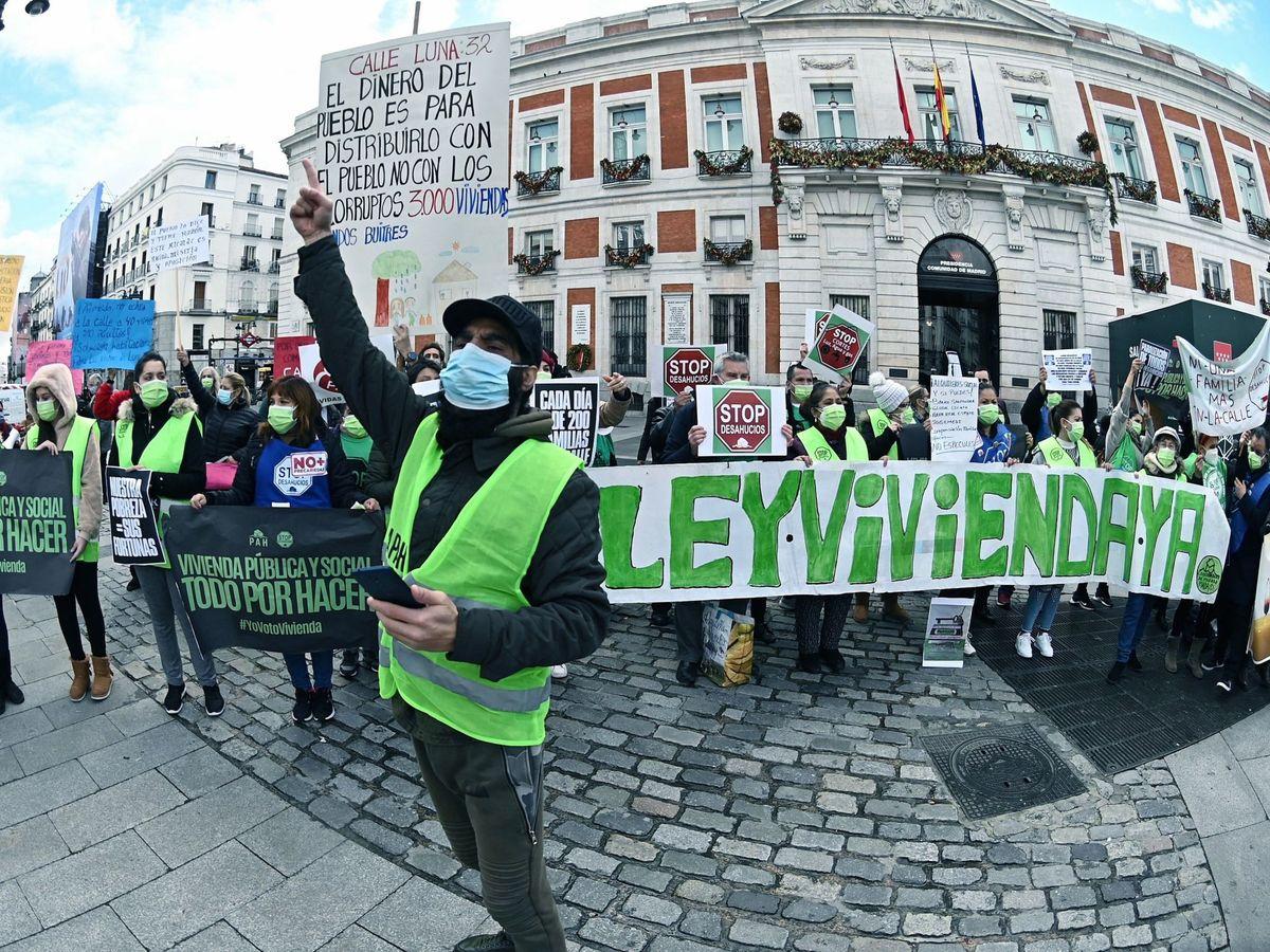 Foto: Concentración de la Coordinadora de Vivienda de Madrid en la Puerta del Sol. (EFE)