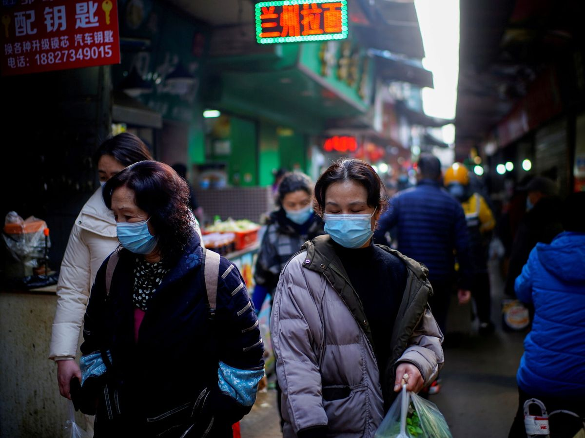 Foto: Wuhan detecta tres nuevos positivos e inicia una campaña masiva de test. (Reuters)