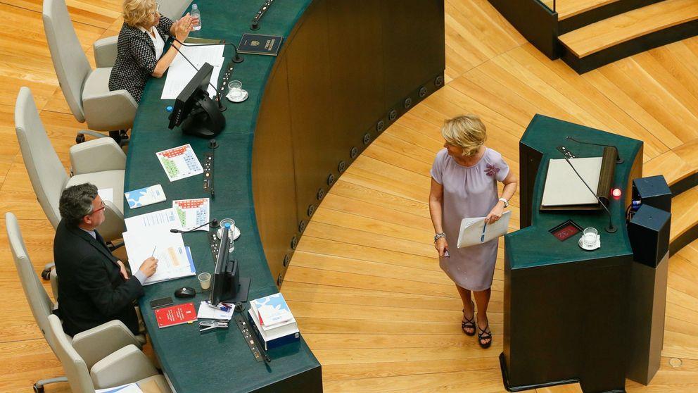 Carmena lleva la voz de los parados al primer Pleno después del verano