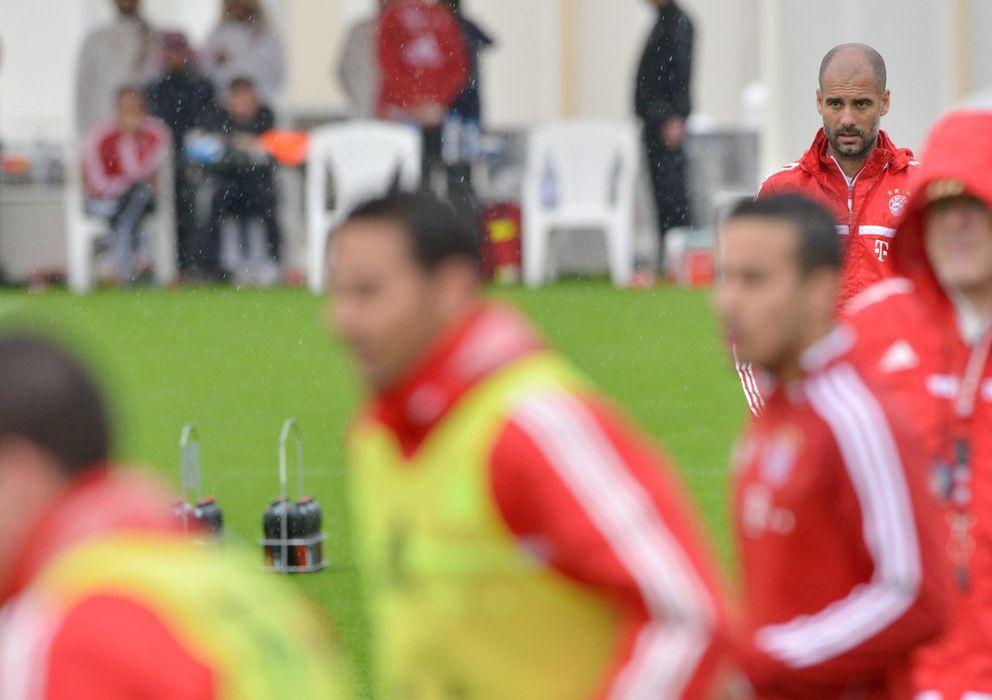 Foto: Pep Guardiola dirige un entrenamiento del Bayern (Efe).