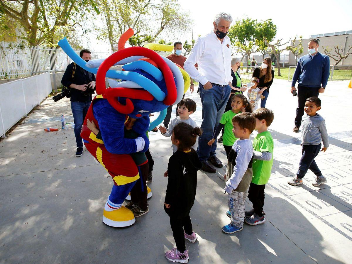 Foto: El objetivo es que los niños puedan hacer deporte sin mascarilla y con garantía (EFE/Domenech Castelló)