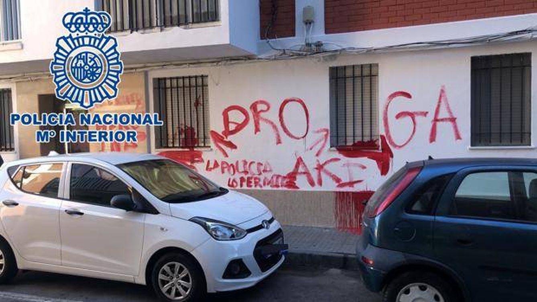 Se vende droga aki: el grafiti que facilitó a la Policía la detención de un camello en Cádiz