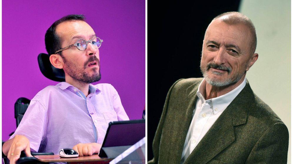 Foto: Pablo Echenique (i) y Arturo Pérez-Reverte (d)