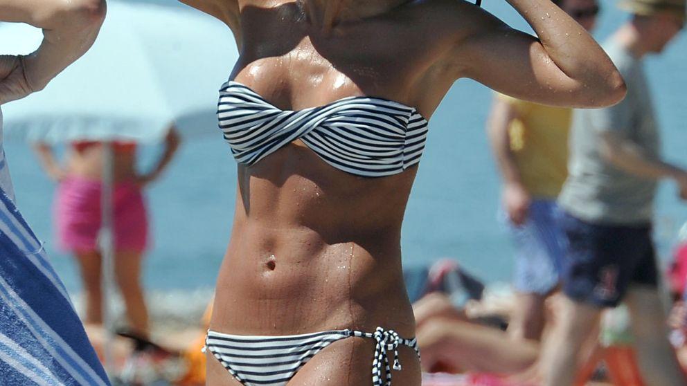 Virginia Troconis luce tipazo en la playa de Marbella