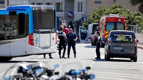 Un muerto al empotrarse una furgoneta contra dos paradas de autobús en Marsella