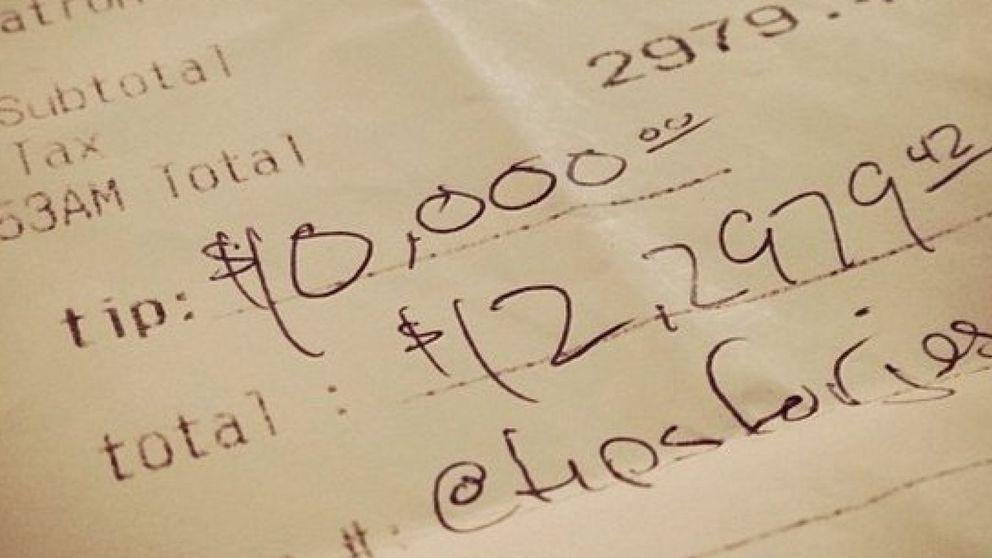 Las misteriosas propinas de 10.000 dólares que enloquecen Instagram