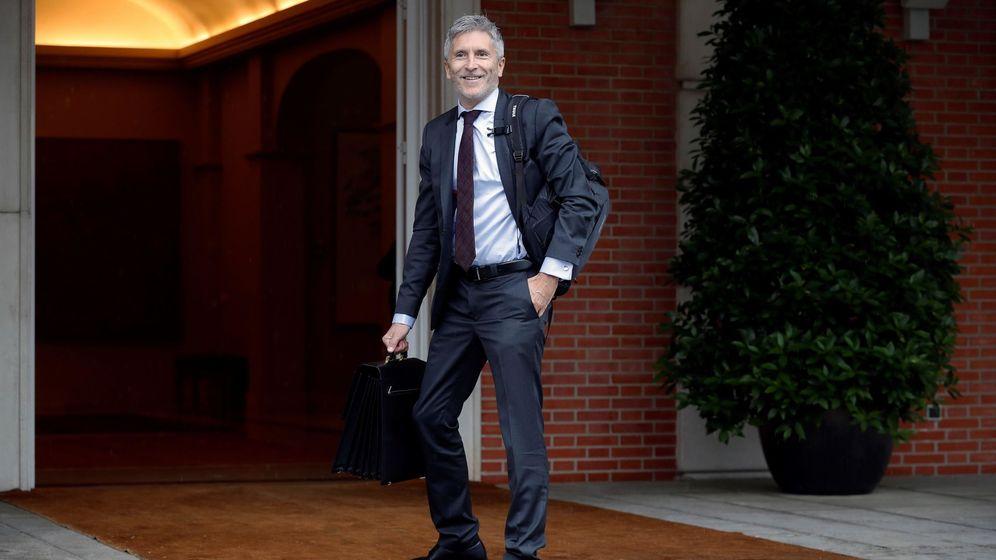 Foto: El ministro del Interior, Fernando Grande-Marlaska, a su llegada al Palacio de la Moncloa para asistir al primer Consejo de Ministros. (EFE)