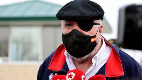 Bandera, parche en el ojo y trench de dos mil euros, Villarejo sabe cómo salir de una cárcel