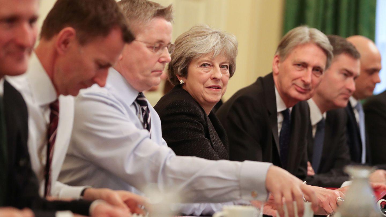 La 'premier' Theresa May en su primera reunión del Gabinete de 2018, en Londres. (Reuters)