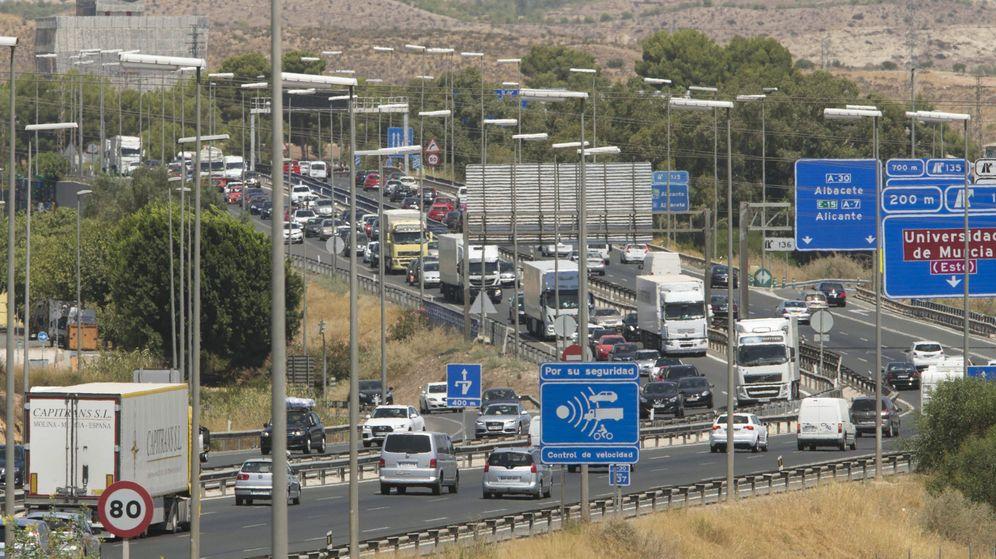 Foto: El tráfico, muy saturado en Murcia (EFE/Marcial Guillén)