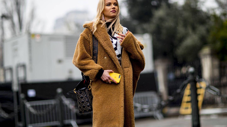 Ya lo sabes, tu abrigo en color camel. (Imaxtree)