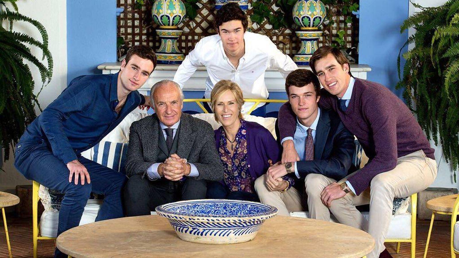 Foto: La aristócrata junto a su marido y sus hijos. (Cedida por la familia)