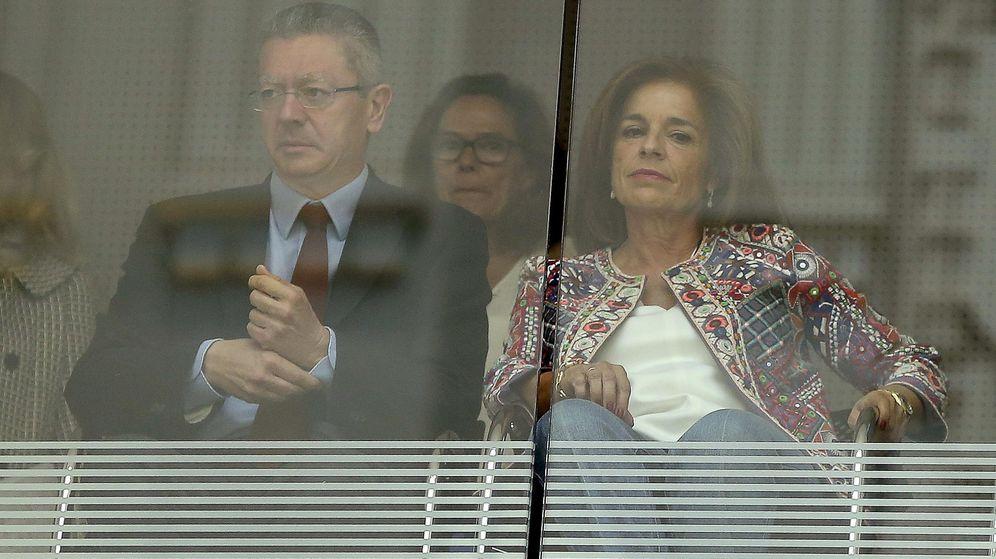 Foto: Los exalcaldes de Madrid Alberto Ruiz-Gallardón y Ana Botella.