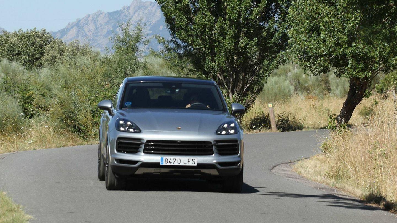 Es casi imposible poner en aprieto en una carretera a este coche por su magnífica estabilidad.
