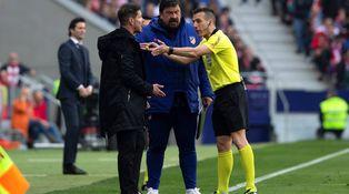 El Atlético, un equipo que sabe a lo que no juega y no puede consolarse en el VAR