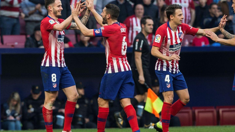 GRAF3168. MADRID, 24 02 2019.- El centrocampista del Atlético de Madrid Saúl Ñíguez (i) celebra con su compañero Koke Resurrección (c) el segundo gol de su equipo ante el Villarreal durante el partido de la vigésimo quinta jornada de Liga que
