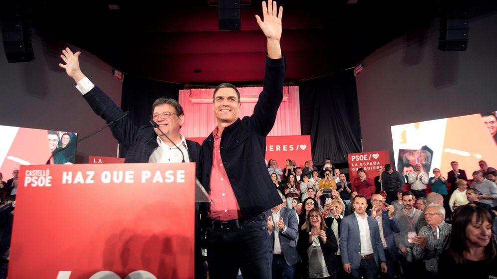 Foto: Pedro Sánchez y el 'president' de la Generalitat valenciana, Ximo Puig, este 12 de abril en Castellón. (EFE)