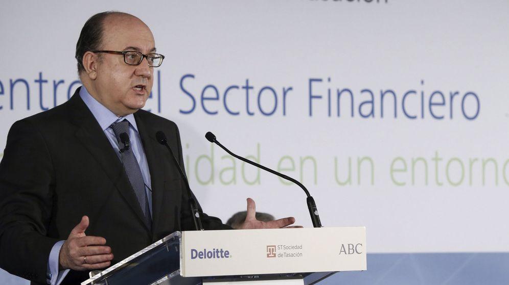 Foto: El presidente de la patronal bancaria AEB, José María Roldán, durante su intervención de este miércoles. (EFE)