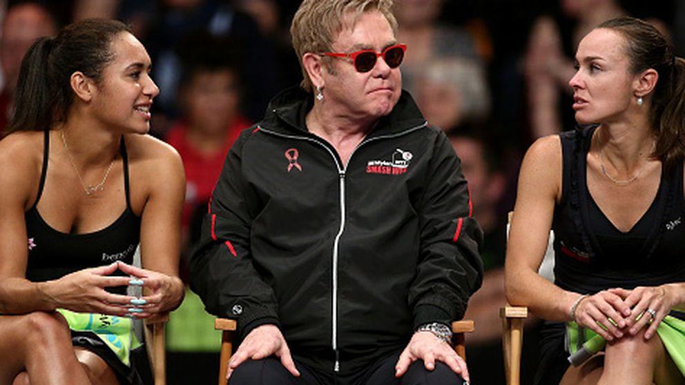 Elton John, por los suelos