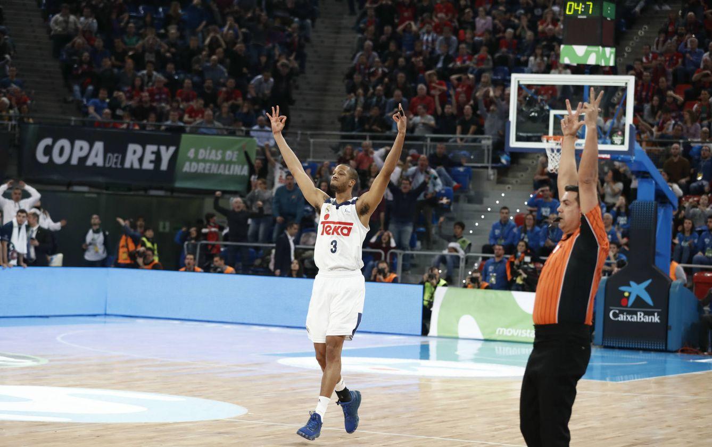 Foto: Anthony Randolph celebra el triple con el que empató a 86 el partido contra el MoraBanc Andorra (ACB Photo)