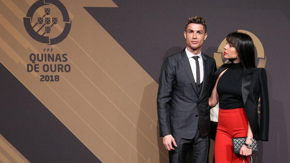 Foto: Cristiano Ronaldo y su novia, Georgina Rodríguez, en Lisboa. (Getty)