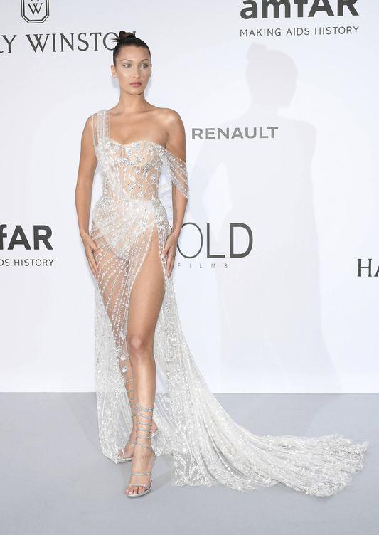 Bella Hadid, en la gala amfAR, vestida de Ralph and Russo. (Gtres)