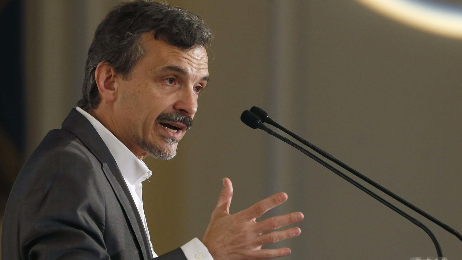 Foto: El candidato de Podemos a la Comunidad de Madrid, José Manuel López, durante su intervención en el Nueva Economía Fórum. (EFE)
