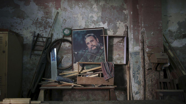 Foto: Retrato de Fidel Castro en el muro de una carpintería de La Habana, en abril de 2016 (Reuters)