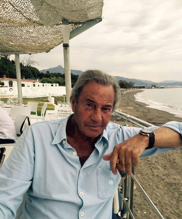 Foto: Arturo Fernández junto a la costa marbellí. (A.Gama)
