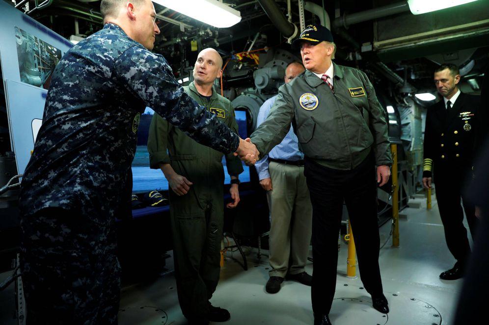 Foto: El presidente Donald Trump durante una visita al portaaviones Gerald R. Ford, en Newport News, Virginia. (Reuters)