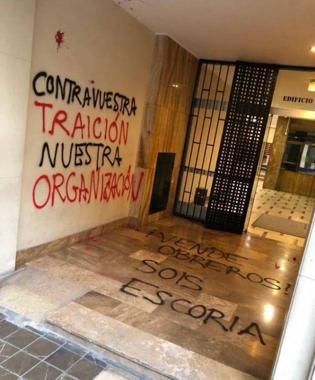 Foto: Pintadas en la sede del PSOE-PSPV. (PSPV)