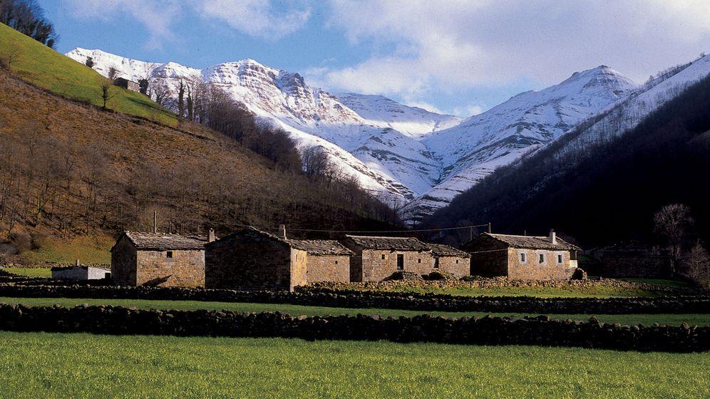Foto: Valles pasiegos. Foto Turismo de Cantabria