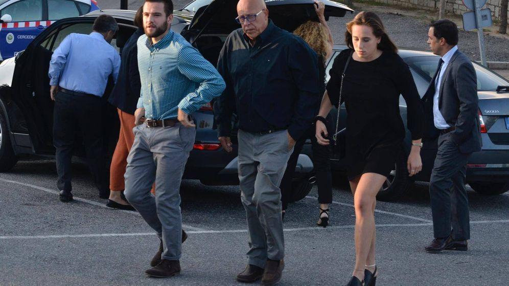 Foto: Los hijos de Blanca Fernández Ochoa llegando al tanatorio de Cercedilla. (Cordon Press)