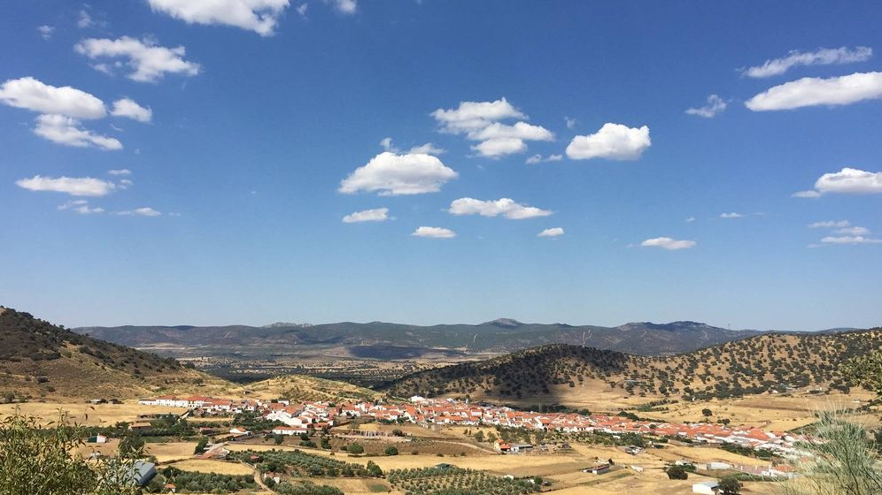 Foto:  Vista de Villanueva del Rey desde la subida a la finca de Puerto del Toro. (A. V.)