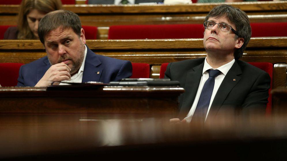 Foto: Oriol Junqueras, líder de ERC, con su socio Puigdemont, de CDC. (EFE)