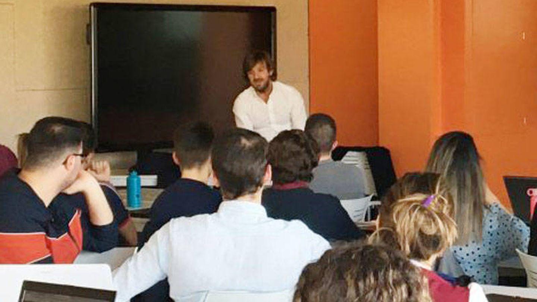 Rosauro Varo imparte una clase en un máster universitario en Sevilla. (Universidad Pablo de Olavide)