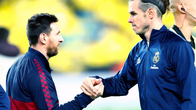 Messi saluda a Bale en un Clásico. (EFE)
