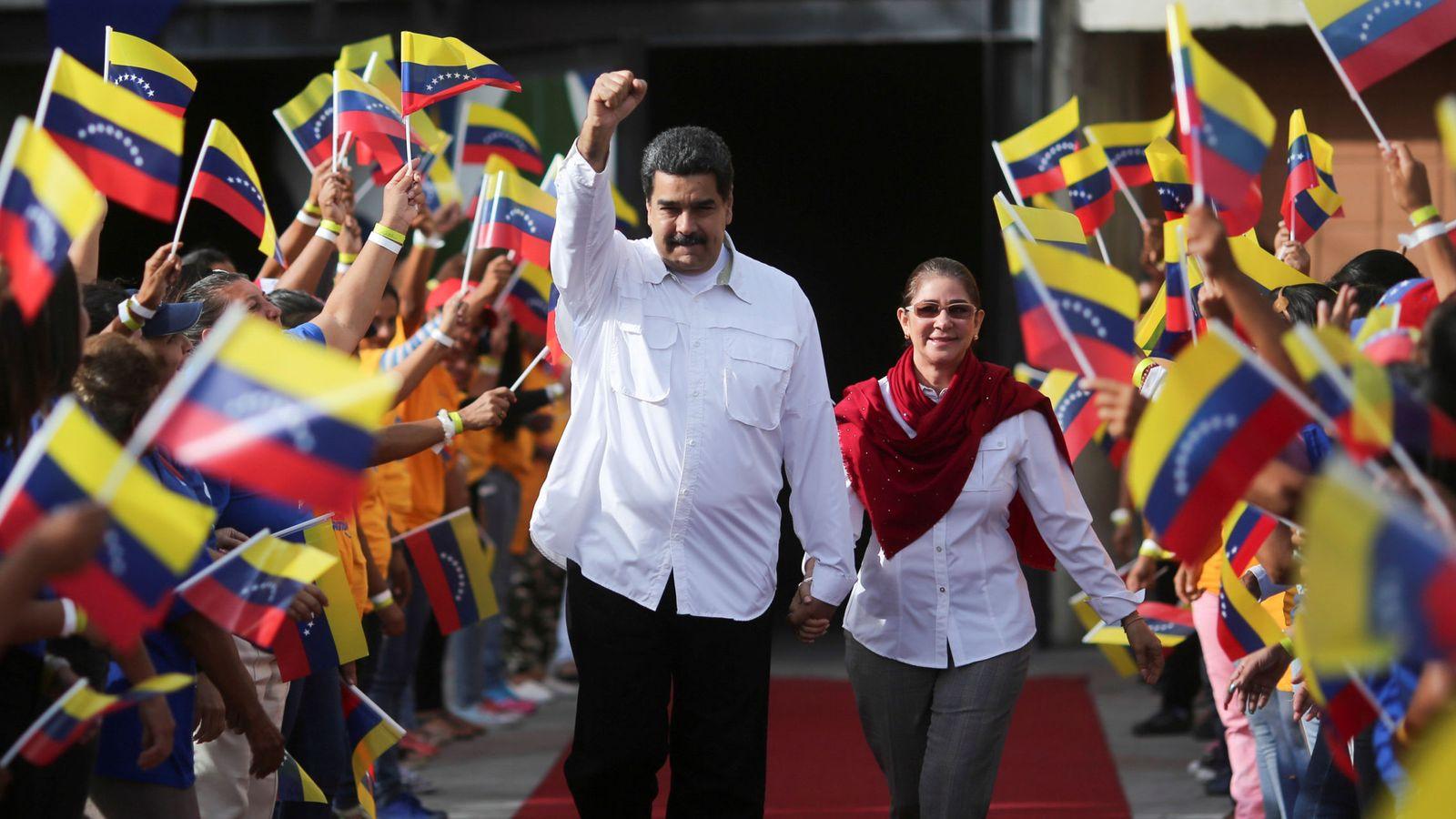 Foto: El presidente de Venezuela, Nicolás Maduro, saluda a su llegada al Palacio de Miraflores, en Caracas. (Reuters)
