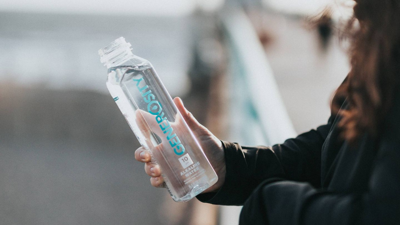 Agua con gas, adelgaza con esta alternativa a los refrescos. (Nathan Dumlao para Unsplash)