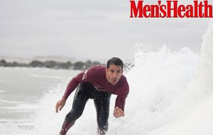 Miguel Ángel Silvestre se sube a la tabla de surf para Men's Health