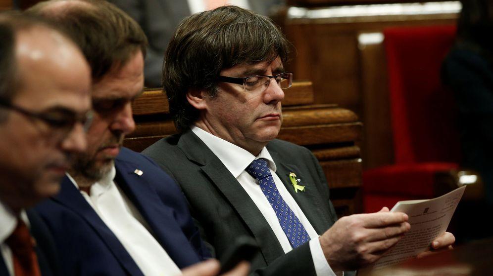 Foto: Puigdemont, durante el pleno del Parlament (Reuters)