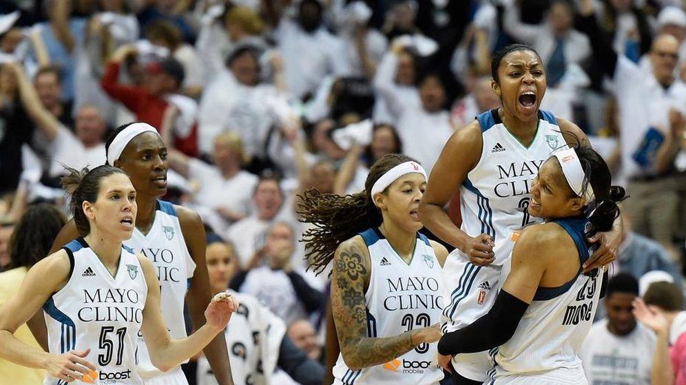 Foto: Anna Cruz, con el 51 en su camiseta, campeona de la WNBA con los Minnesota Lynx (http://Lynx.wnba.com).
