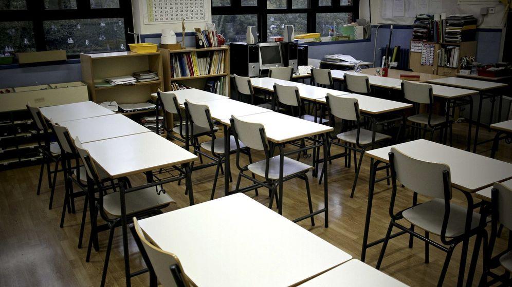 Foto: Un aula vacía en un colegio público de Madrid. (Efe)